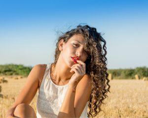 Wil jij dat je lippen weer net zo zacht worden als die van het meisje op de foto? Gebruik dan deze natuurlijke tips tegen schilferlippen.