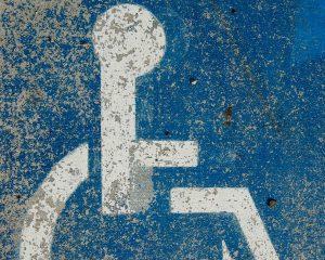 Pictogram van iemand in een rolstoel