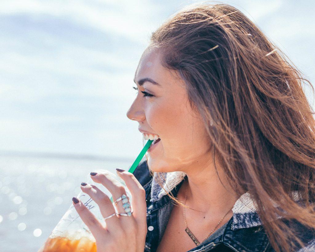 Felicia ontmoette een leuke jongen bij de Starbucks.